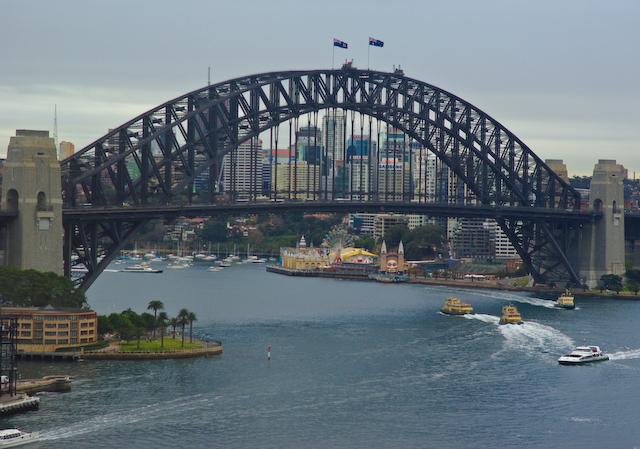 Sydney_harbour_morning
